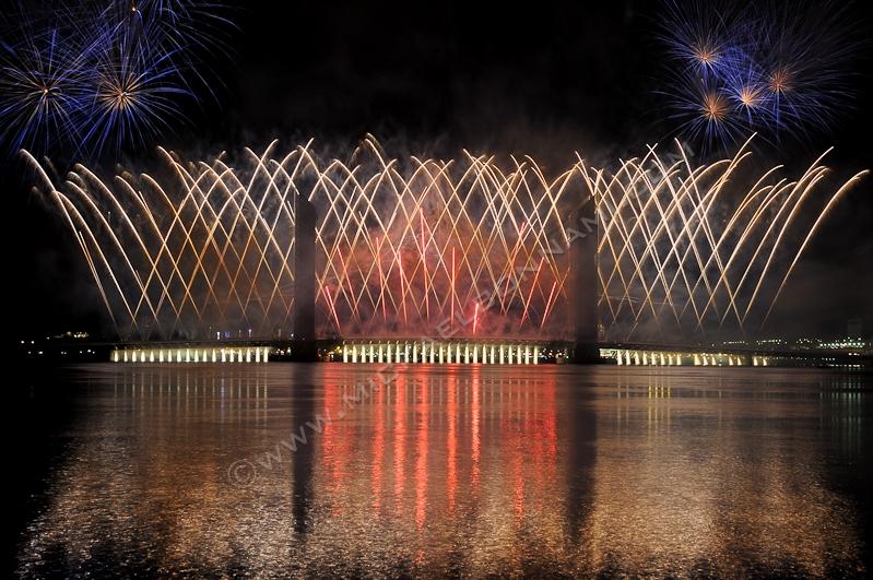 Inauguration du pont Jacques Chaban-Delmas de Bordeaux - Feu d'artifice