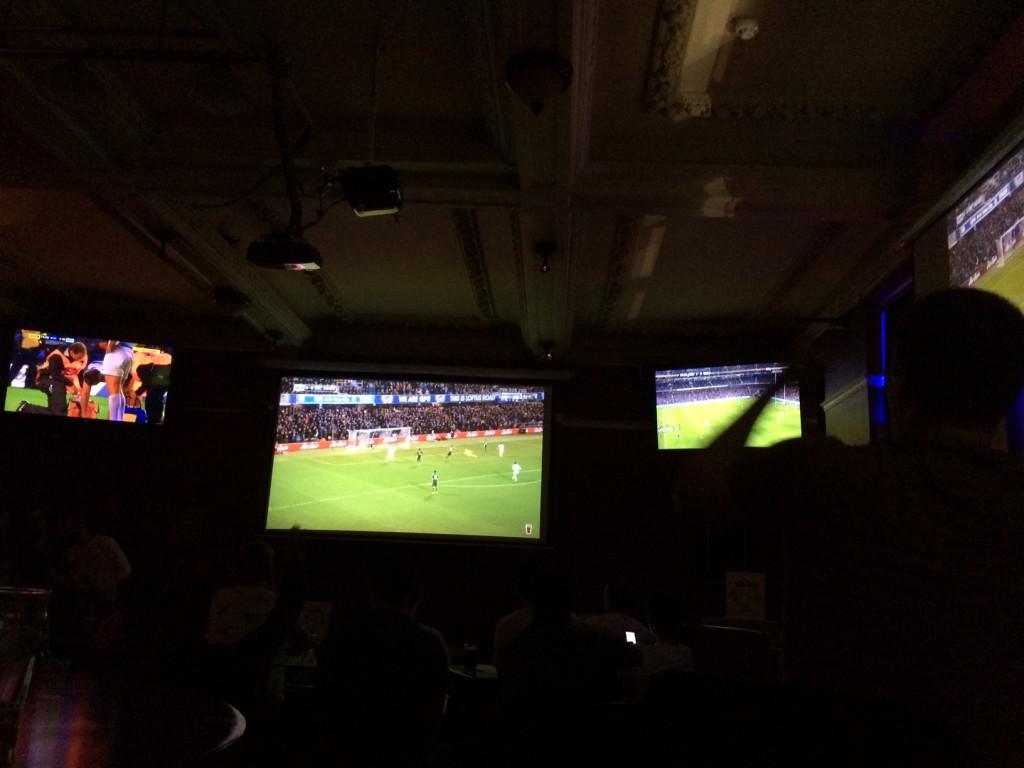 Ambiance dans un Pub anglais de Londres